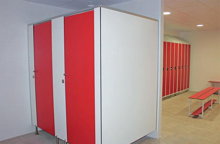 Cabinas De Baño Fenolicas: Vestuarios y cabinas fenólicas / Mobiliario para vestuarios y baños